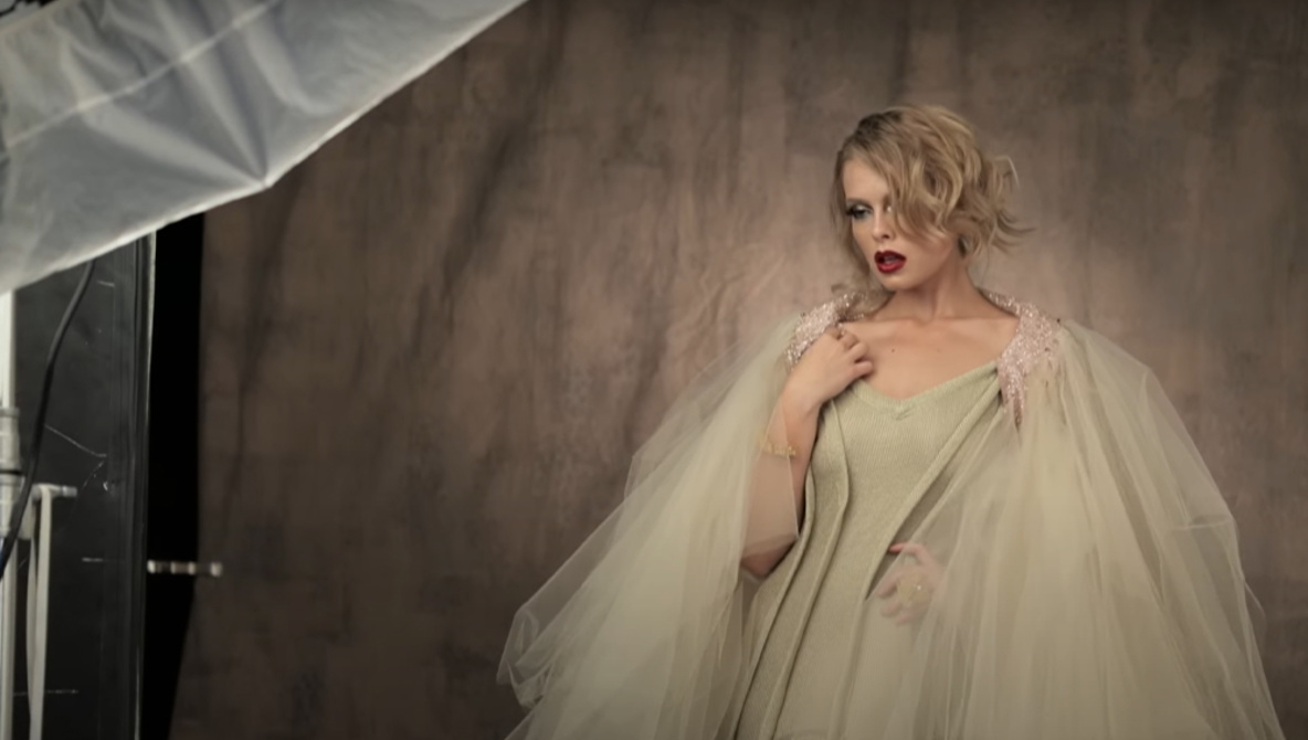 Learn How to Capture a Gorgeous Old Hollywood Style Photo