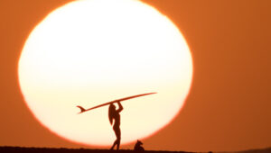 Aaron Eveland's Hawaiian Sunsets – Based on 'The Endless Summer' – Will Have You Booking an Immediate Flight to Hawaii
